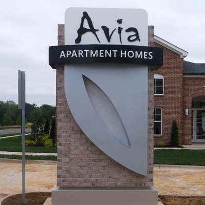 Pylon sign at entrance to apartment complex