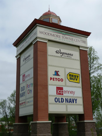 Large pylon sign with tenant ads
