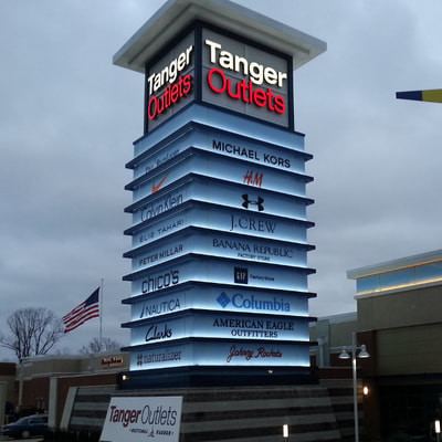Custom pylon sign at large outlet mall